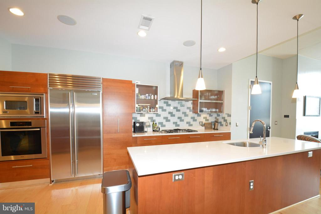 Stainless high end appliances - 12025 NEW DOMINION PKWY #G101, RESTON