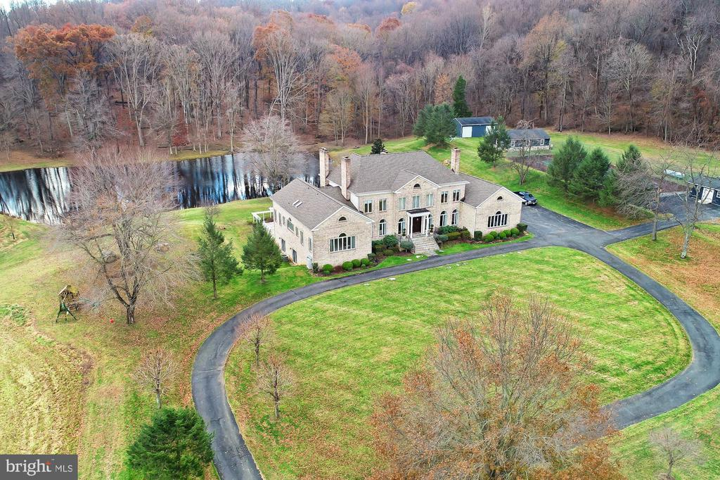 Gorgeous and Private! - 36585 SAWMILL LN, PURCELLVILLE