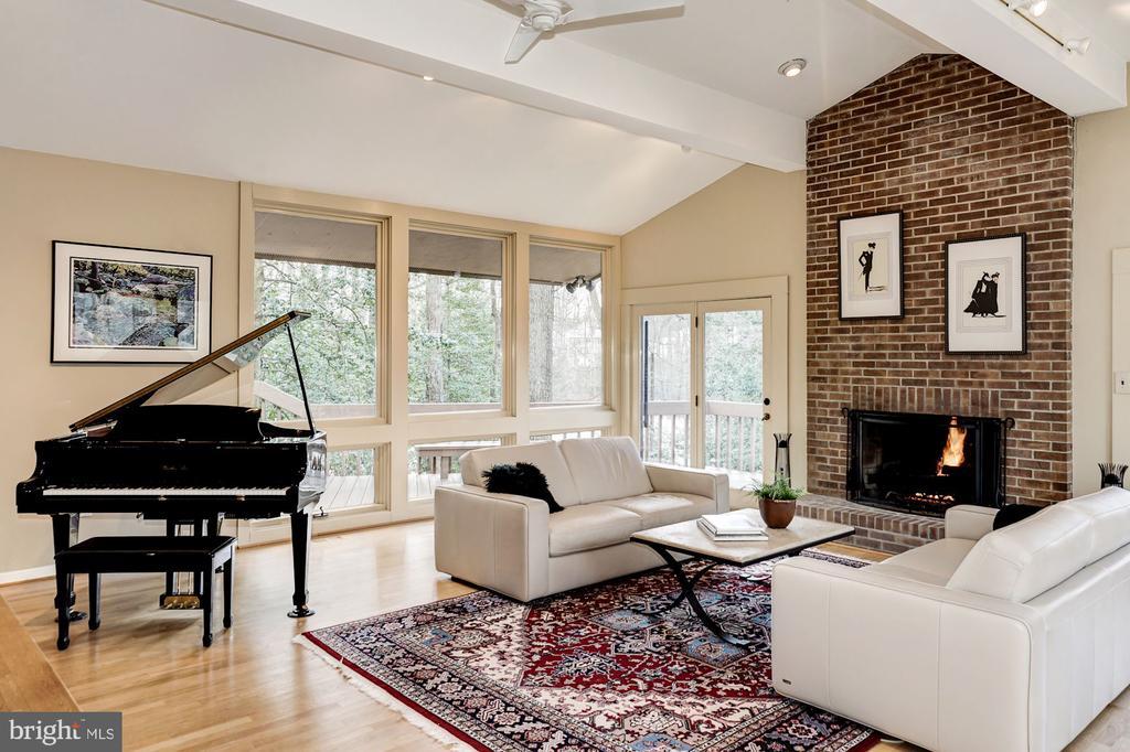 Living Room - 5322 BLACK OAK DR, FAIRFAX