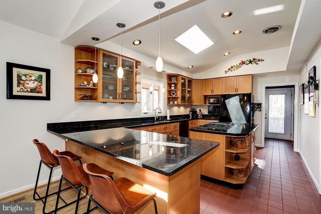 Kitchen - 5322 BLACK OAK DR, FAIRFAX