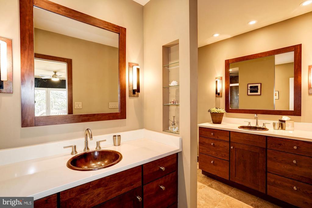 Owner's Suite Bath - 5322 BLACK OAK DR, FAIRFAX
