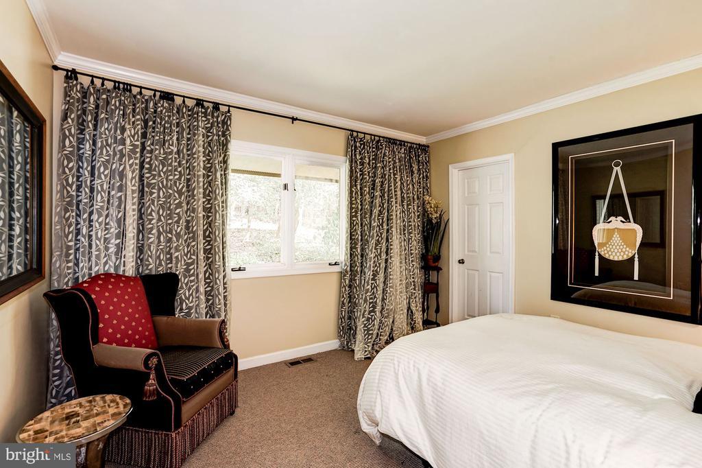 Bedroom (Main Level) - 5322 BLACK OAK DR, FAIRFAX