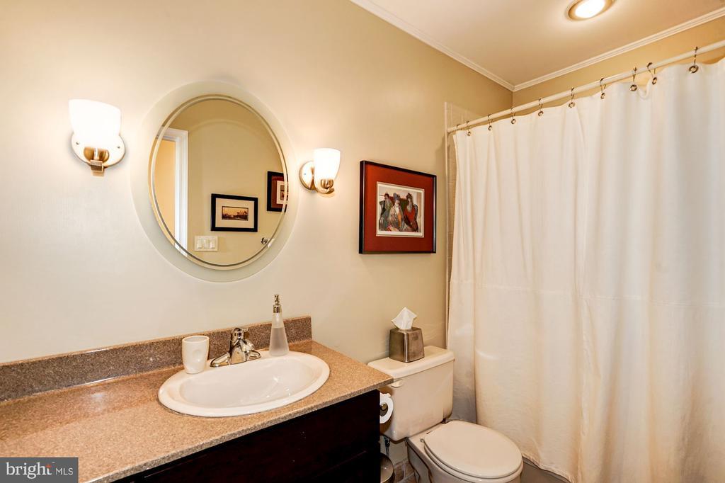 Bathroom (Main Level) - 5322 BLACK OAK DR, FAIRFAX