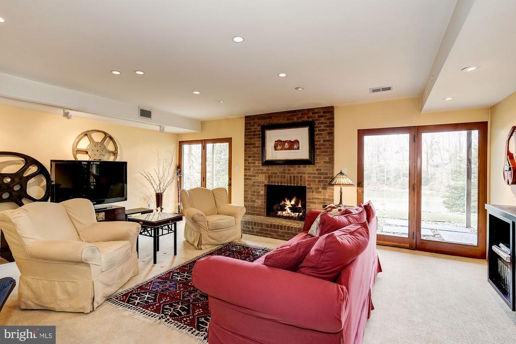 Recreation Room With Views to Woodglen Lake - 5322 BLACK OAK DR, FAIRFAX
