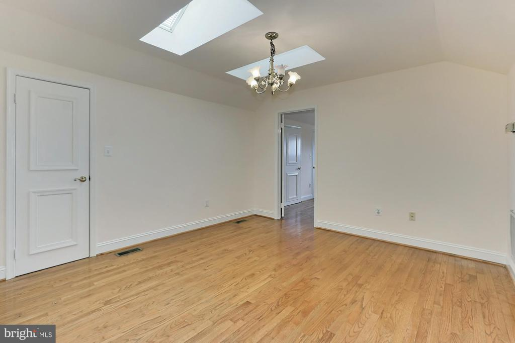 Au Pair Suite with Kitchenette - 36585 SAWMILL LN, PURCELLVILLE