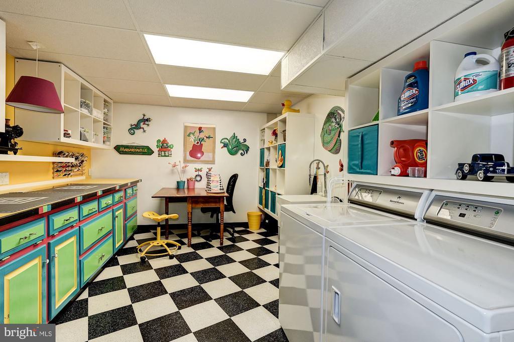 Laundry Room & Craft Area - Multi Use Room - 5322 BLACK OAK DR, FAIRFAX