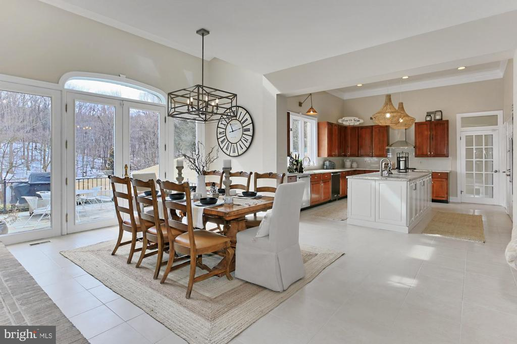 Breakfast Room/Kitchen - 36585 SAWMILL LN, PURCELLVILLE