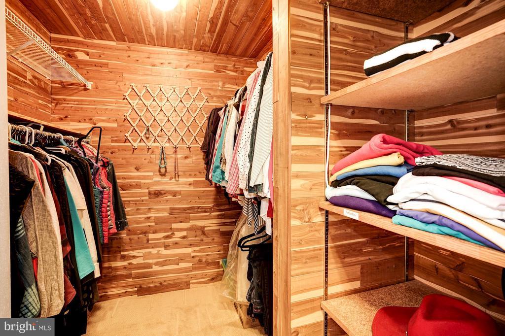 Owner's Suite  (1 of 2 Walk-in Closets) - 5322 BLACK OAK DR, FAIRFAX