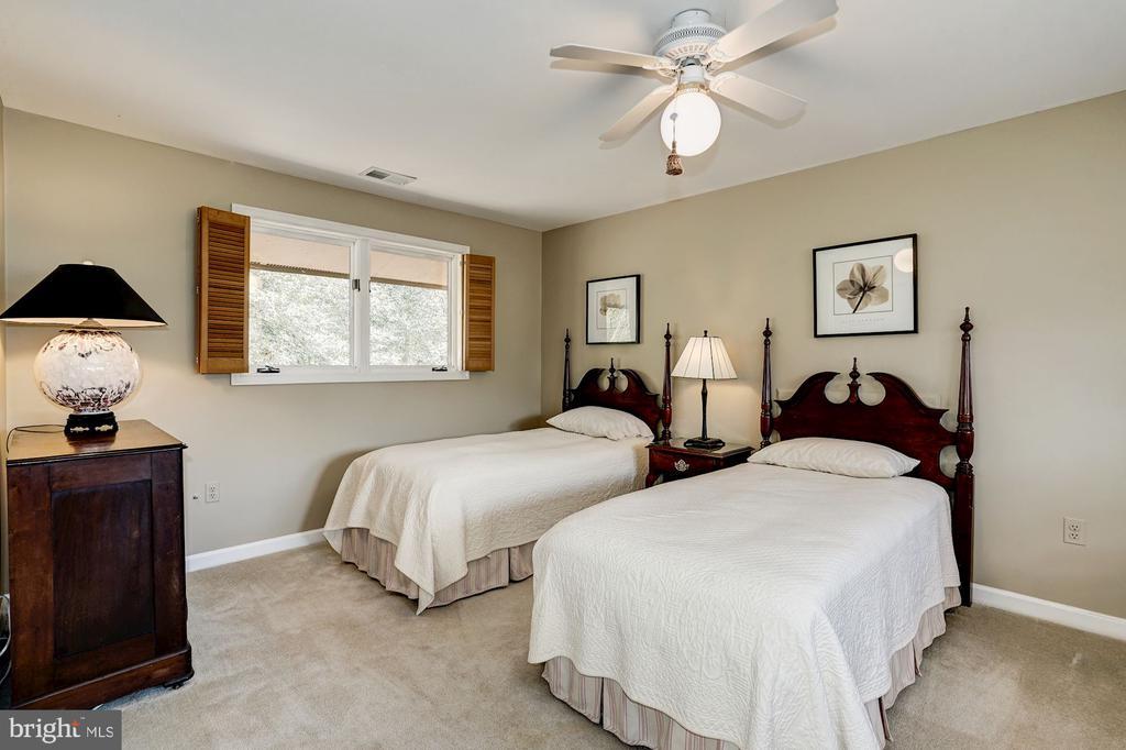 Bedroom (Upper Level) - 5322 BLACK OAK DR, FAIRFAX