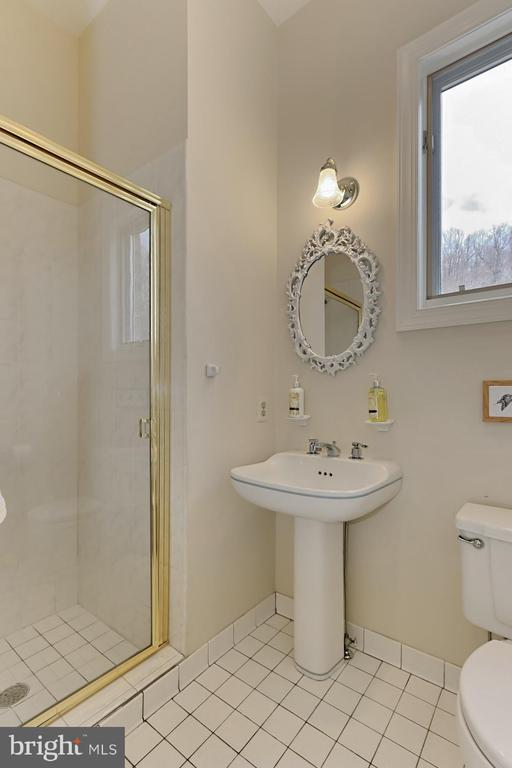 Main Level Full Bath - 36585 SAWMILL LN, PURCELLVILLE