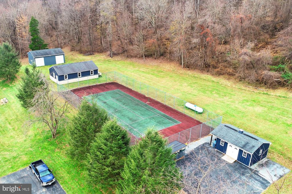 Two Barns w/5 Garage Bays, Drive in Shed, Tennis - 36585 SAWMILL LN, PURCELLVILLE