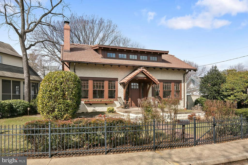 Charming 1925 home, completely renovated in 2007. - 1714 N CALVERT ST, ARLINGTON