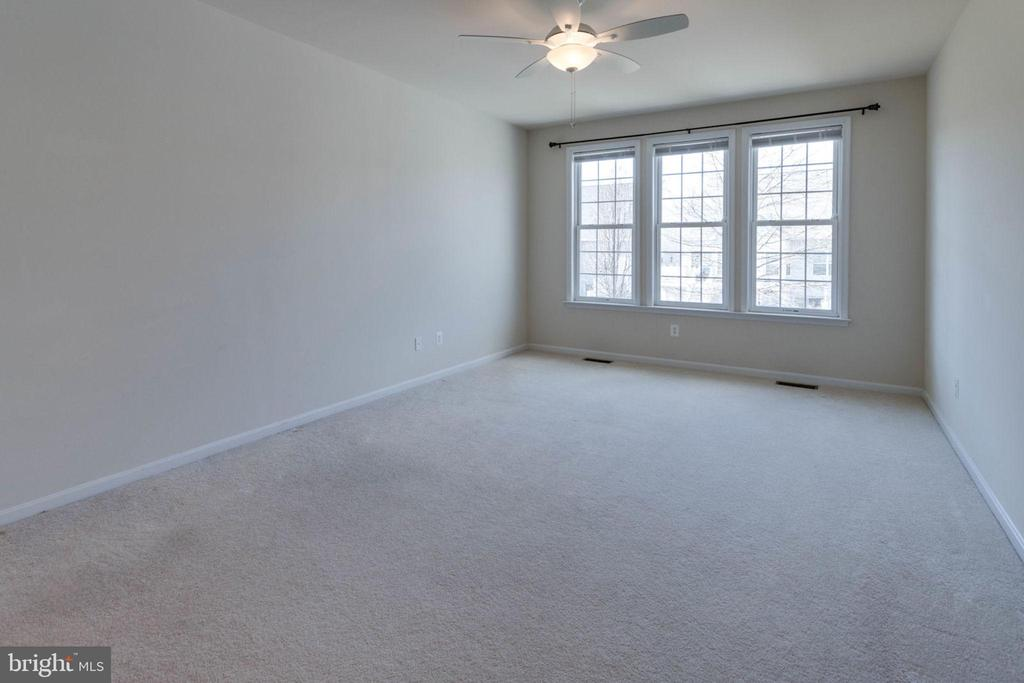 Master bedroom has room for large scale furniture - 6136 FERRIER CT, GAINESVILLE
