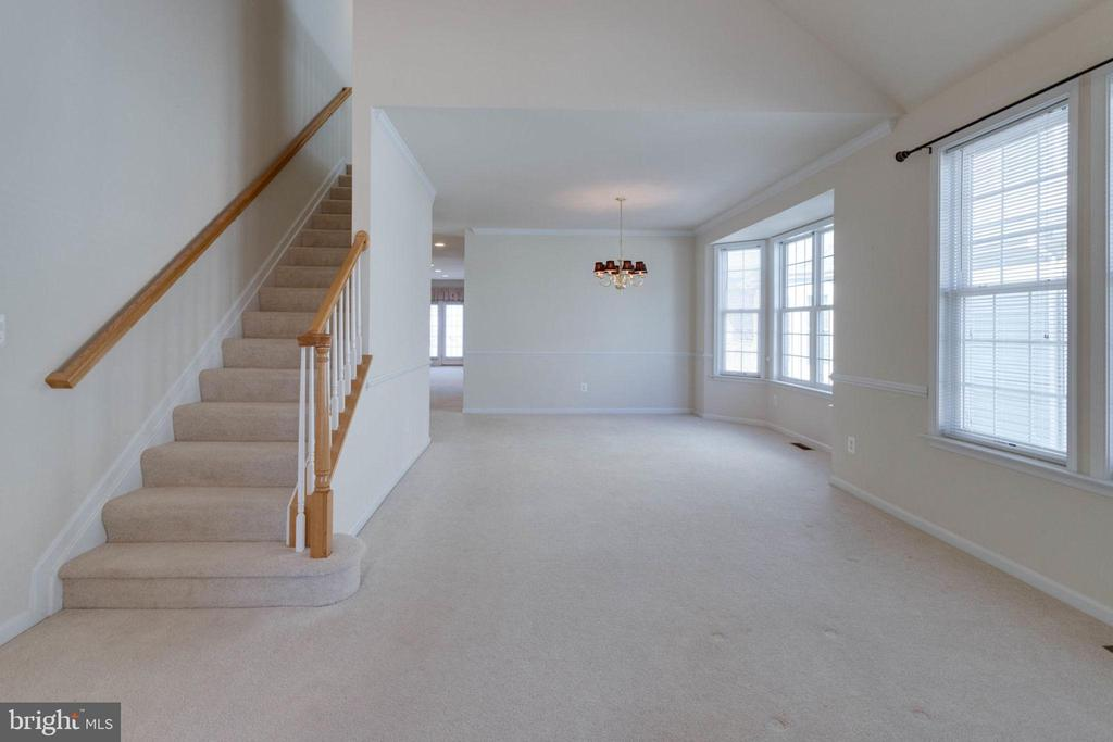 Spacious, flowing living and dining rooms - 6136 FERRIER CT, GAINESVILLE