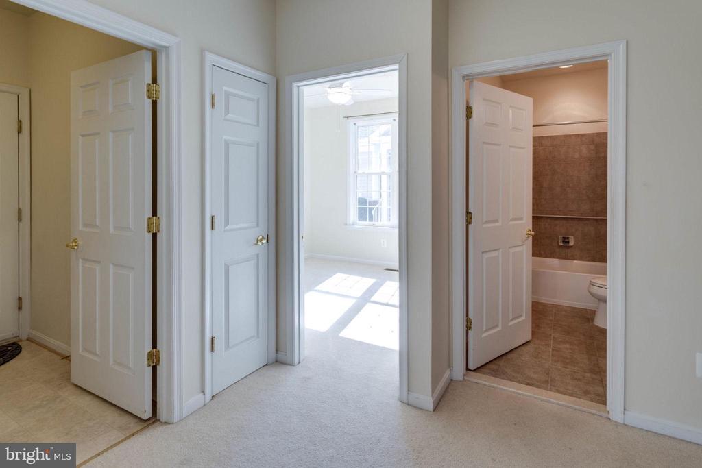 Hallway looking into bedroom 2 - 6136 FERRIER CT, GAINESVILLE