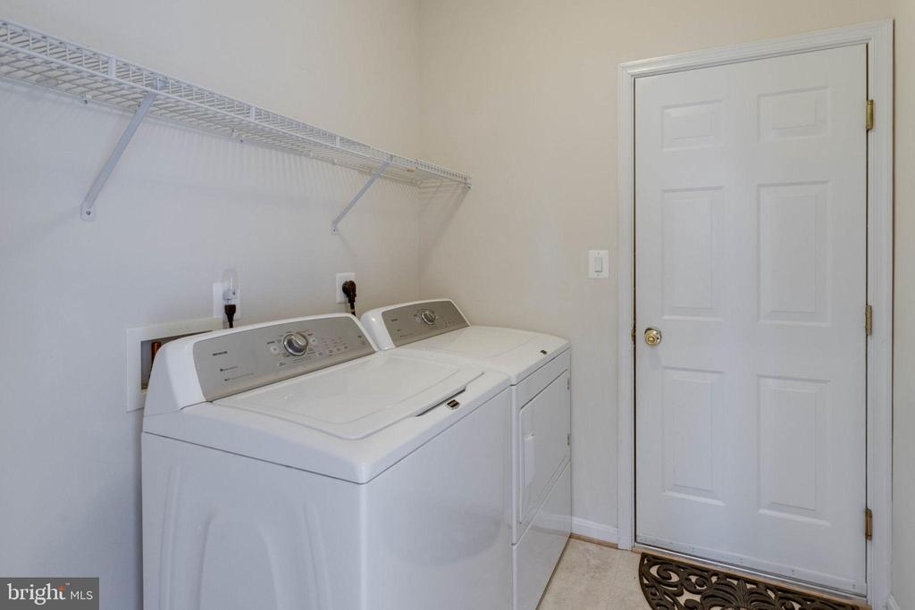 Garage entrance in laundry room - 6136 FERRIER CT, GAINESVILLE
