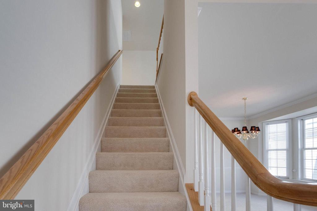 Stairs to upper level - 6136 FERRIER CT, GAINESVILLE
