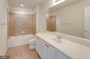 Upper level large bath - 6136 FERRIER CT, GAINESVILLE