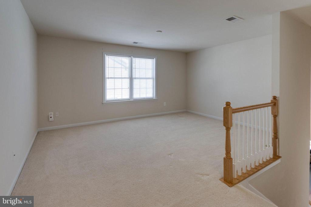 Private upper level loft - 6136 FERRIER CT, GAINESVILLE