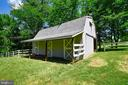 Three stall barn with electric and water - 38961 SHIRE MEADOW LN, HAMILTON