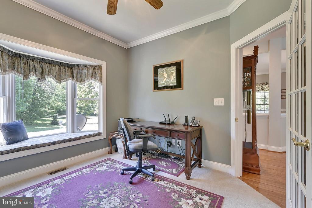 Home Office on main level - 38961 SHIRE MEADOW LN, HAMILTON