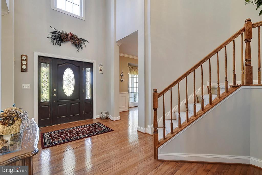 Welcoming Foyer - 38961 SHIRE MEADOW LN, HAMILTON