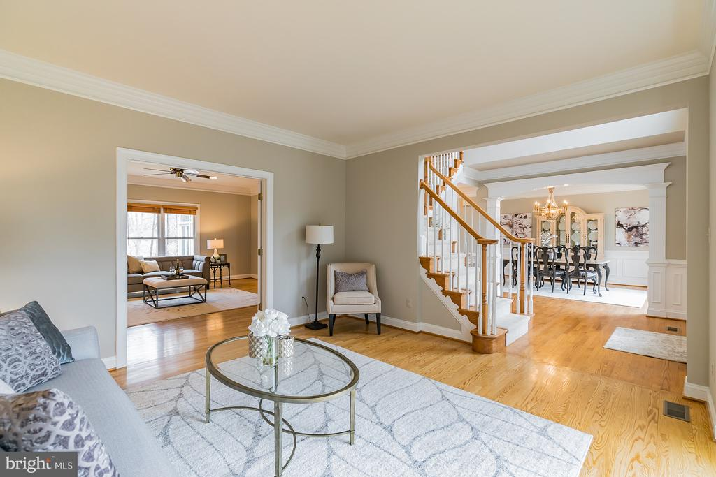 Formal living room with bay window - 20440 SWAN CREEK CT, STERLING