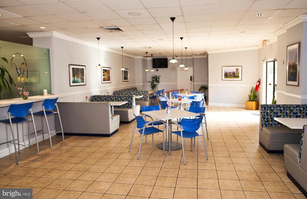 Restaurant/Eating Area in Watergate Cafe - 203 YOAKUM PKWY #317, ALEXANDRIA