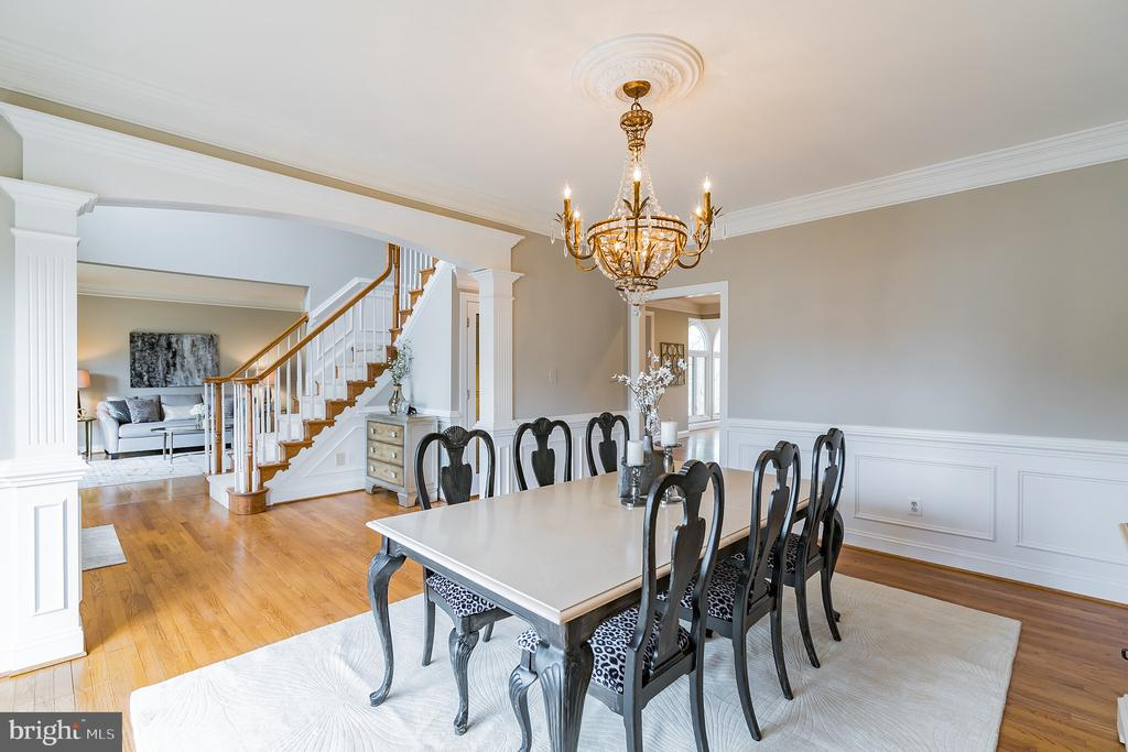 Formal dining room with bay window - 20440 SWAN CREEK CT, STERLING