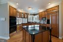 Granite counters, double wall ovens, large island - 20440 SWAN CREEK CT, STERLING