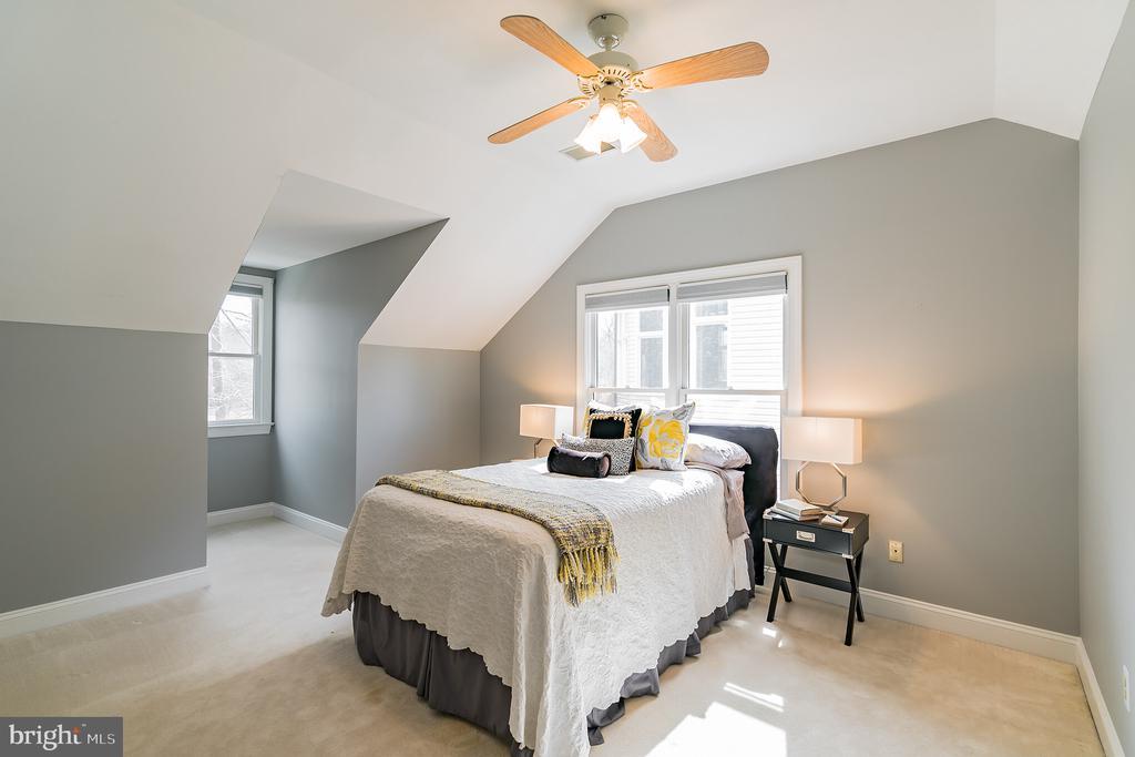 Bedroom 5 on upper level - 20440 SWAN CREEK CT, STERLING