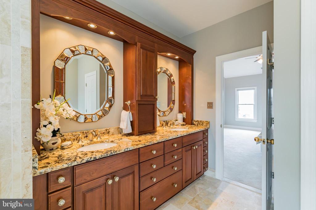 Dual raised vanities, Decora cabinetry, granite - 20440 SWAN CREEK CT, STERLING