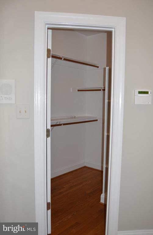 Enormous walk in kitchen pantry - 20440 SWAN CREEK CT, STERLING