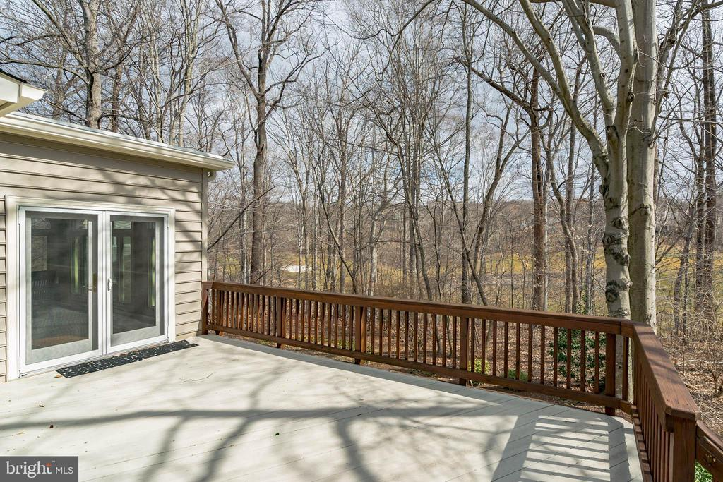 Large deck overlooking golf course - 20440 SWAN CREEK CT, STERLING