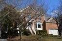 Stately curb appeal - 20440 SWAN CREEK CT, STERLING