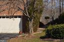 Walkway to backyard - 20440 SWAN CREEK CT, STERLING