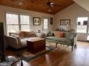 Cabin: Family Room - 20022 TRAPPE RD, BLUEMONT