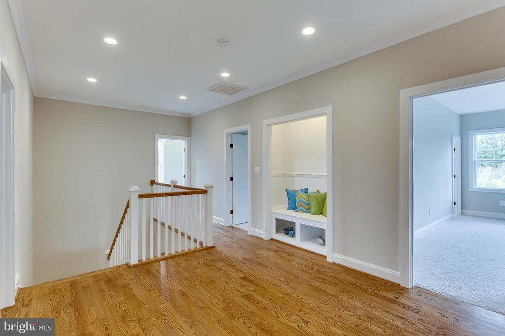 Upper Level Hall - 2809 ROSEMARY LN, FALLS CHURCH