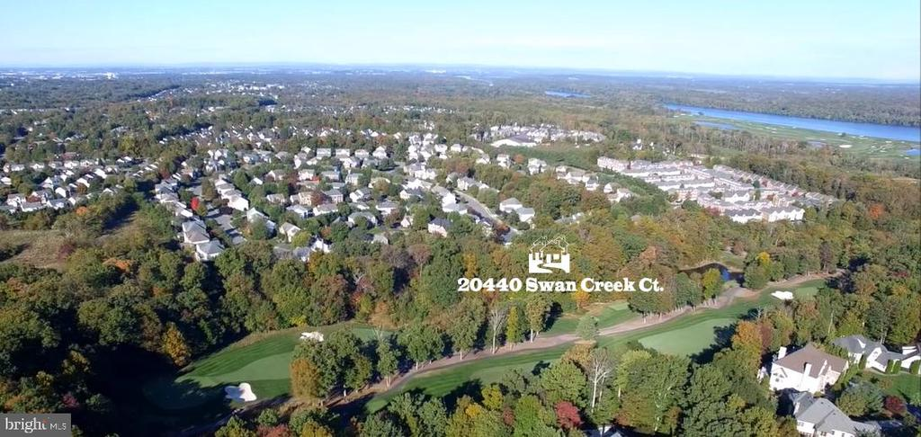 Spectacular Lowes Island location - 20440 SWAN CREEK CT, STERLING