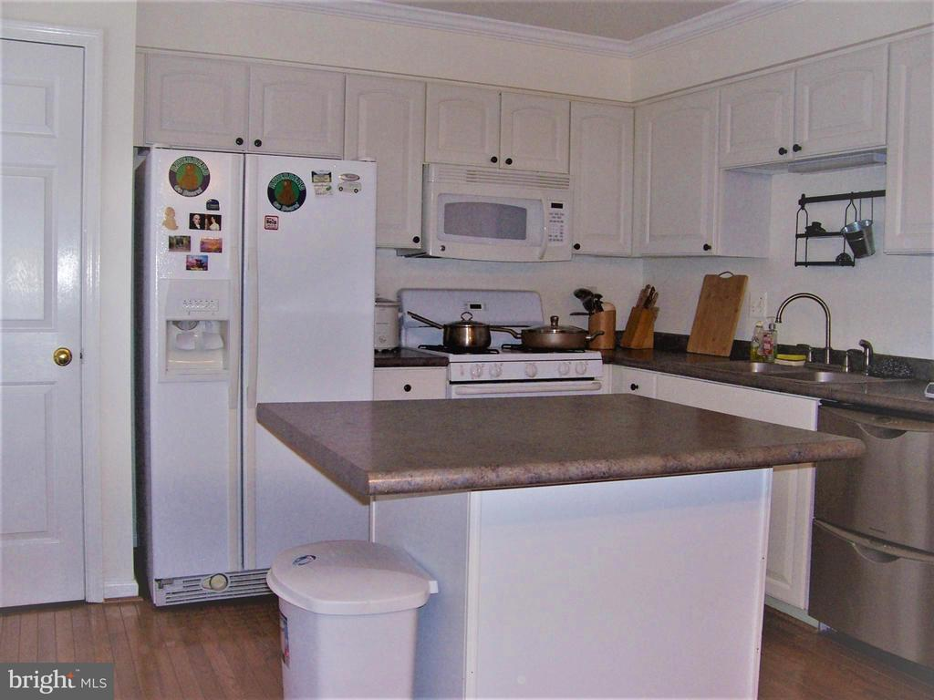 Bright & Light Kitchen - 10012 GRASS MARKET CT, FREDERICKSBURG