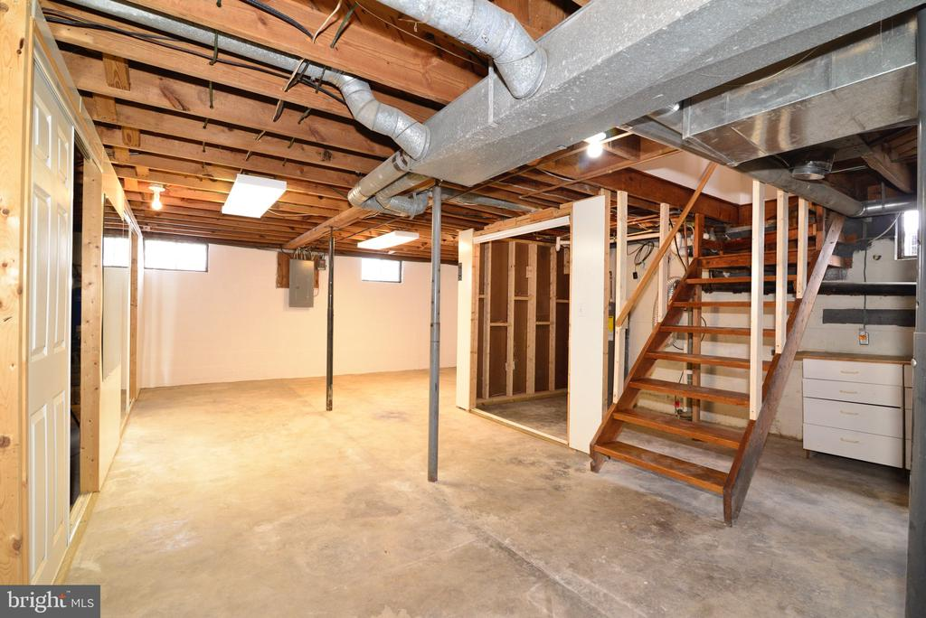 Unfinished basement - 918 WADESVILLE RD, BERRYVILLE