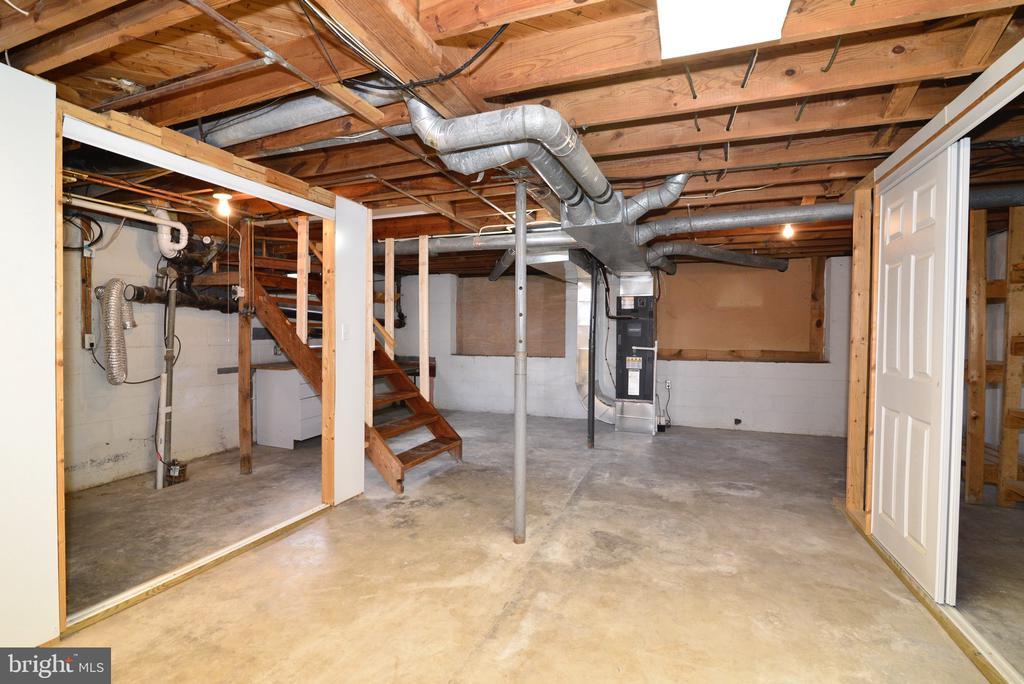 Open unfinished basement - 918 WADESVILLE RD, BERRYVILLE