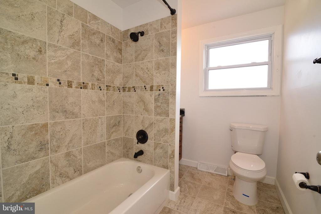 Full bath with upgraded tile and Hardware - 918 WADESVILLE RD, BERRYVILLE