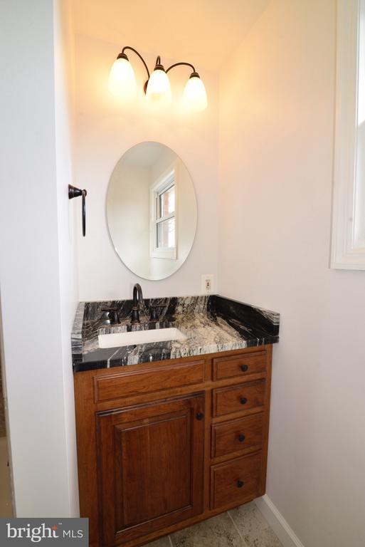 Granite counter vanity - 918 WADESVILLE RD, BERRYVILLE