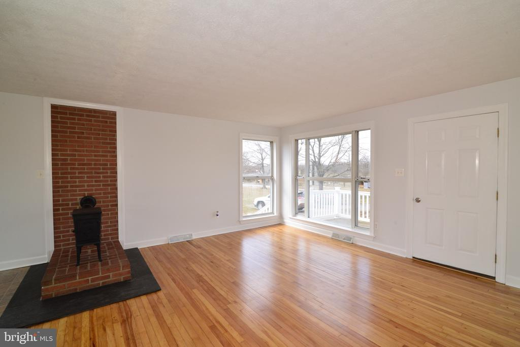 Family Room and JUTAL wood stove - 918 WADESVILLE RD, BERRYVILLE