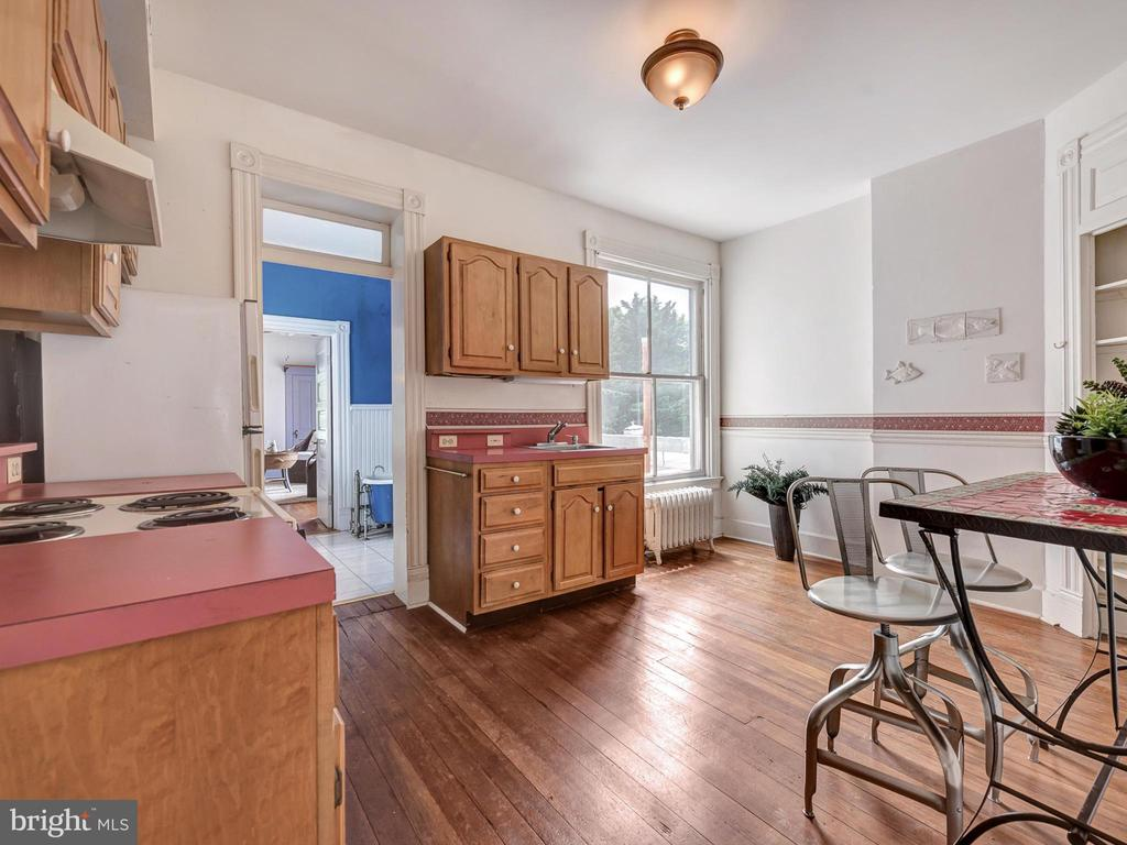 Third level kitchen for au pair suite. - 30 E 3RD ST E, FREDERICK