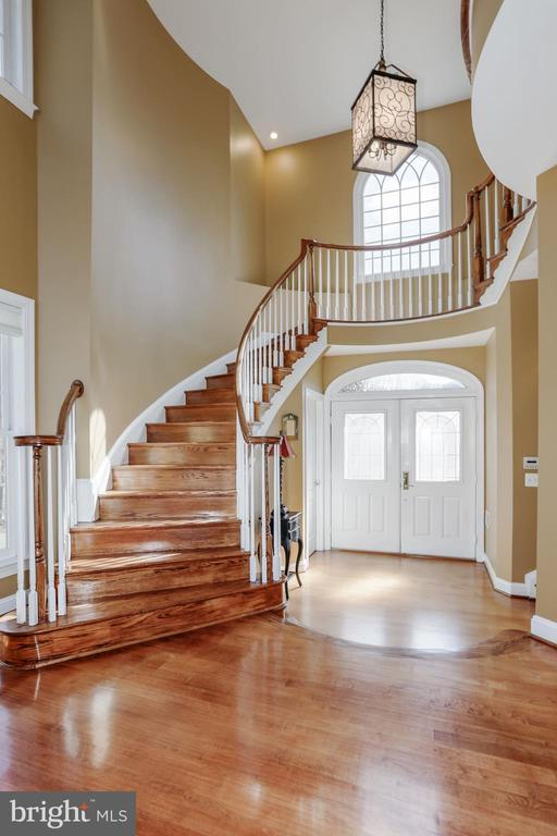Floating wood staircase leads up to the landing . - 13300 IVAKOTA FARM RD, CLIFTON