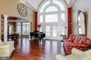 Open and airy living room. - 13300 IVAKOTA FARM RD, CLIFTON