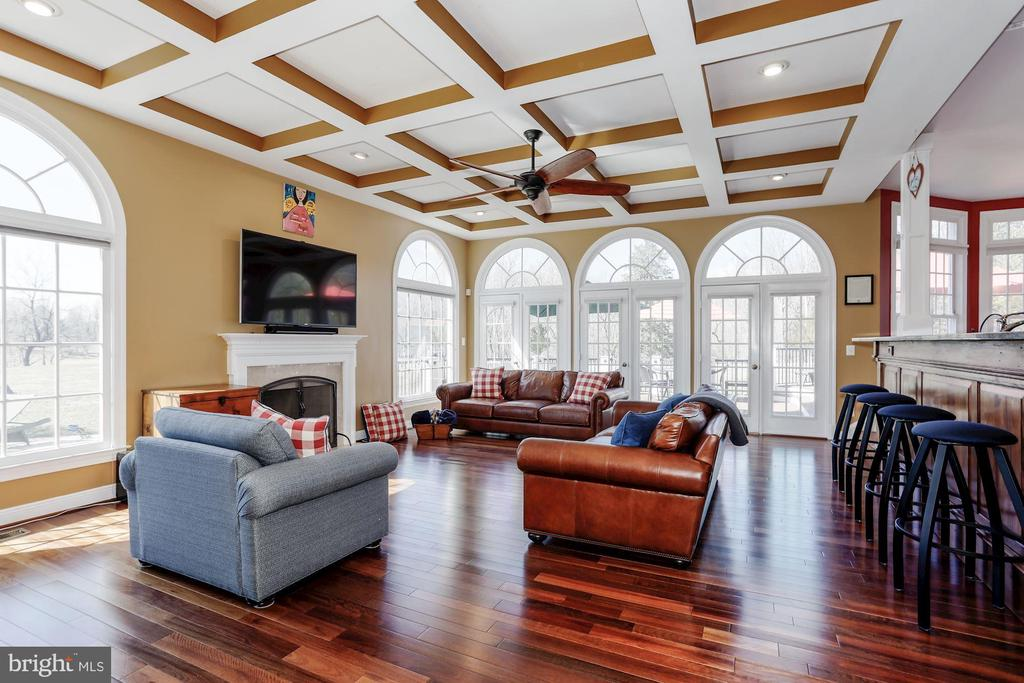 Coffered ceiling is  featured in the family rm . - 13300 IVAKOTA FARM RD, CLIFTON
