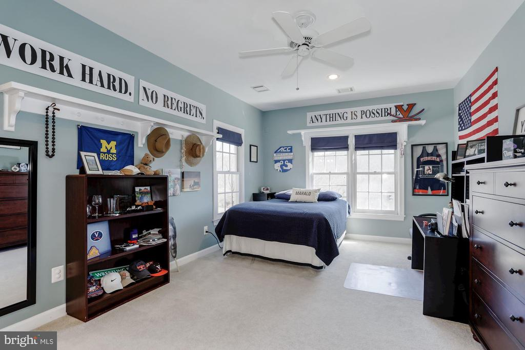 Huge forth bedroom with a private bathroom access. - 13300 IVAKOTA FARM RD, CLIFTON